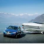 Prikolice za prevoz plovil so posebne zaradi zadaj nameščenih koles. (foto: Volkswagen)