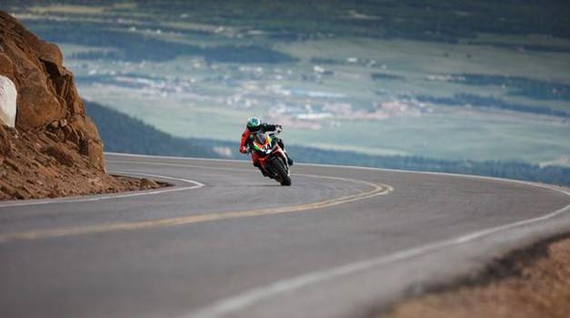 Na Pikes Peak nič več z motocikli (foto: aprilia)