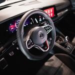Za predelanim Golfom GTI osme generacije se trud očeta in hčerke (foto: Volkswagen)