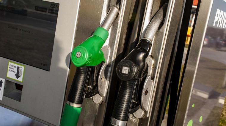 Cene nafte še naprej padajo. Se bomo kmalu vrnili na ceno enega evra za liter? (foto: Jure Šujica)