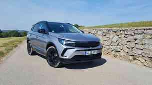 Novo v Sloveniji: Opel Grandland - ponuja manj, a hkrati več