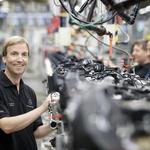 Opuščanje motorjev z notranjim izgorevanjem - Je bencinarjem in dizlom odklenkalo? (foto: Daimler Ag - Global Communicatio)