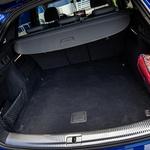 Kupejevski zadek je 'prizadel' prtljažnik za komaj omembe vrednih 10 litrov. (foto: Uroš Modlic)