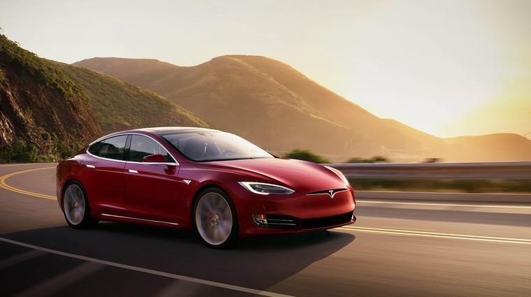 Policija zasledovala avtomobil... brez voznika za volanom (video) (foto: Tesla)