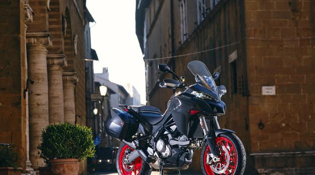 Ducati Multistrada V2 - Navkljub velikosti bo zaradi pomembne lastnosti privlačen tudi za začetnike (foto: ducati)
