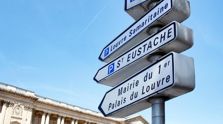 Pariške oblasti začele odstranjevati VSE kažipote, razlog je bizaren (foto: Profimedia)