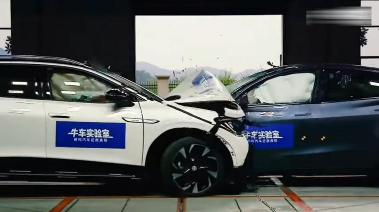 Video: Kaj se zgodi, ko drug v drugega trčita dva električna avtomobila (foto: Zajem zaslon: Youtube)